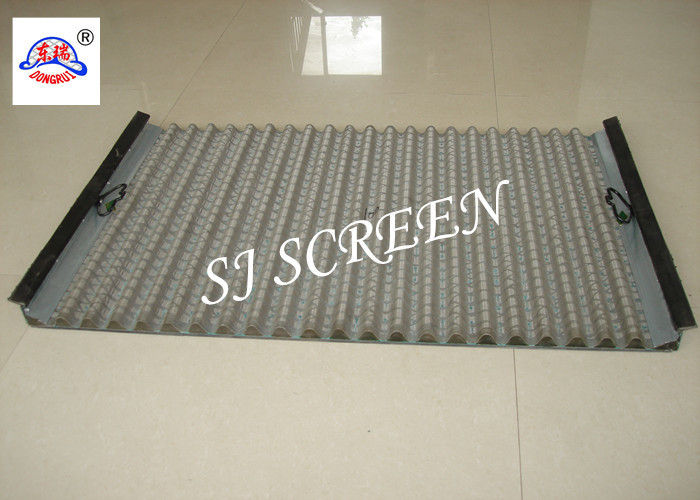 Polygon Hole Shape Oilfield Screens , Waved Oil Vibrating Screen 1050 X 695mm